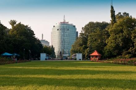 Charles de Gaulle Plaza