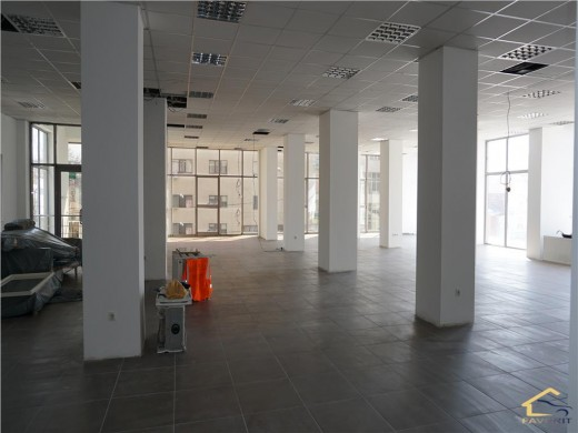 Spatiu birou de inchiriat in Craiova, Calea Severinului - 400 mp, 2400 euro